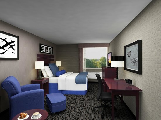 Wyndham Garden Elk Grove Village/O'Hare : Enjoy Modern Amenities & Comfort in our Guestrooms