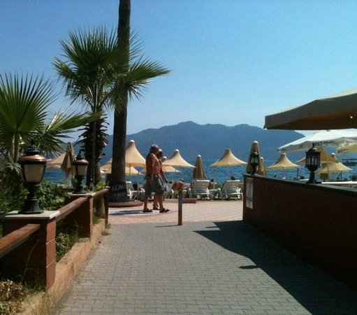 Begonville Hotel: 2 mins away from the beach