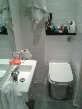 City Continental London Kensington:                                     Bathroom                                  