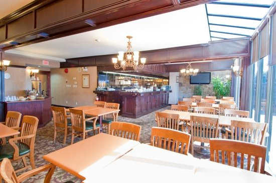 BEST WESTERN Chelsea Inn: Our welcoming breakfast room where you can enjoy a complimentary hot breakfast