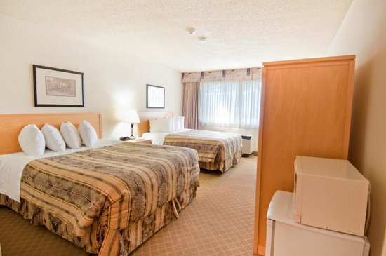 BEST WESTERN Chelsea Inn: 2 queen beds in a spacious guest room