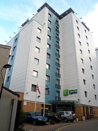 Holiday Inn Express London Croydon: View of the hotel