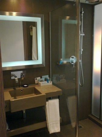 Novotel Bangkok Fenix Silom:                                     Bathroom