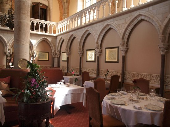 Abbaye de la Bussiere :                   La salle à manger
