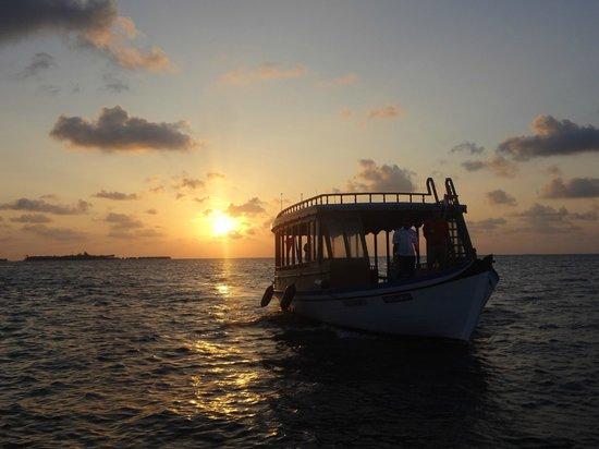 Vakarufalhi Island Resort:                   il tramonto al nostro arrivo.. non potevamo essere accolti meglio!