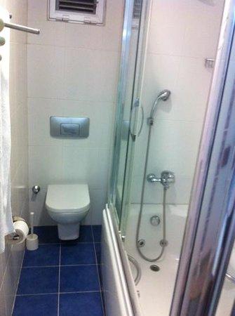 Ada Hotel Istanbul:                   banheiros muito limpos e novos