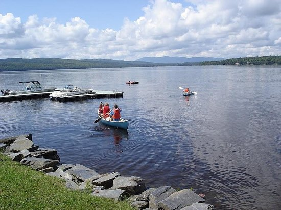 Auberge et Chalets sur le Lac: Canöe/Kayaks Gratuit