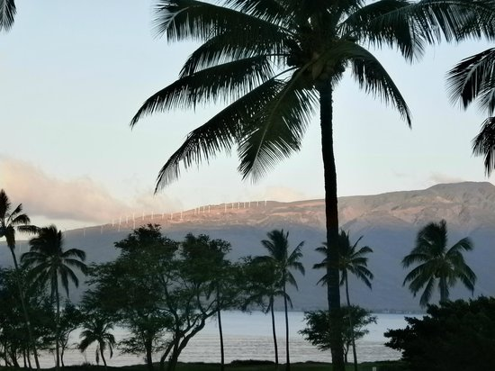 Leinaala:                   View of W Mts from lanai to NW