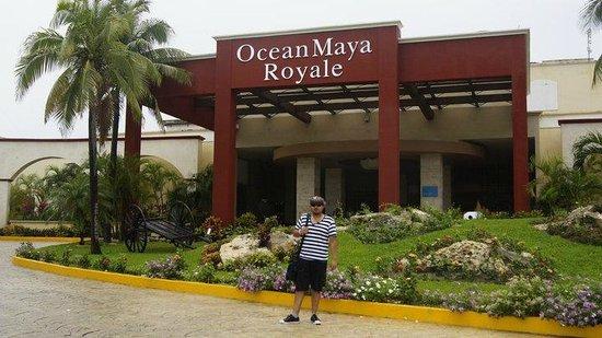 Ocean Maya Royale:                   entrada