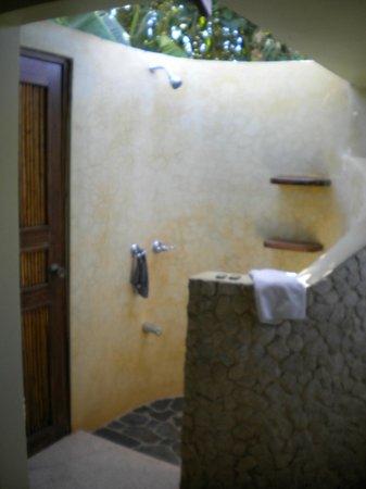 Tamarindo Village Hotel :                                     douche