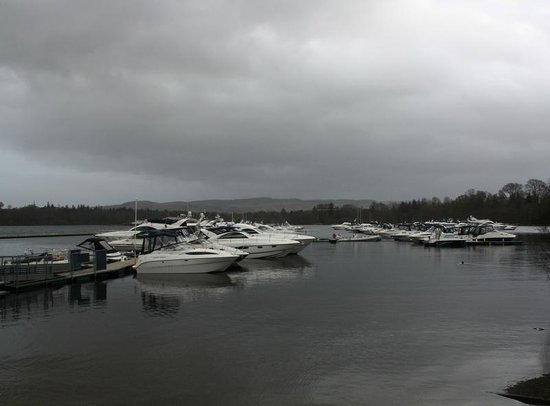 Cameron House on Loch Lomond:                                     Vue de la marina du Boat House restaurant