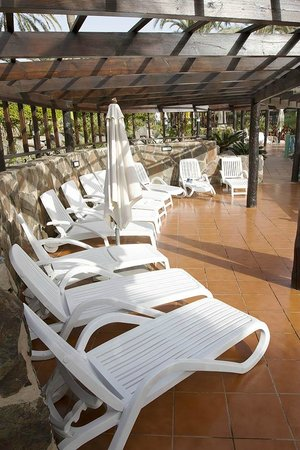 IFA Catarina Hotel:                   Sun lounging area