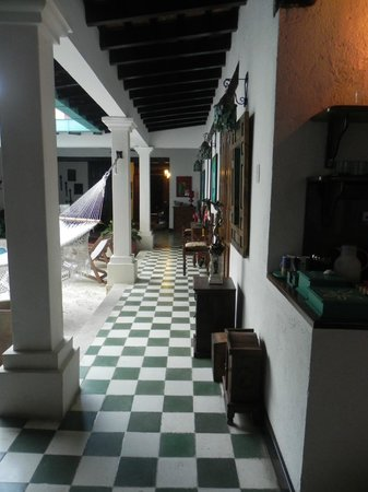 كازا أماني:                   pasillo, vista desde la salida del cuarto                 