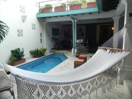 Hotel Casa Amani:                   patio de la casa, espacio común