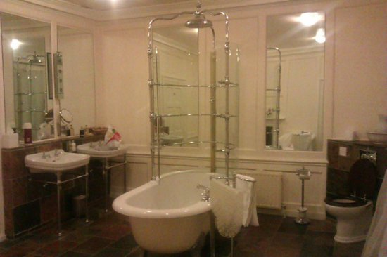 Bank House Hotel: Freestanding bath