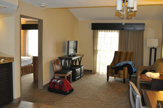 Embassy Suites by Hilton Mandalay Beach Resort: interior