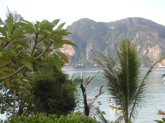 Phi Phi Bayview Resort: Views from about halfway up the hillside