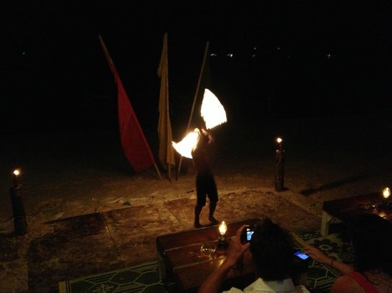 Bay View Resort: Fire dancer on the beach near Bayview