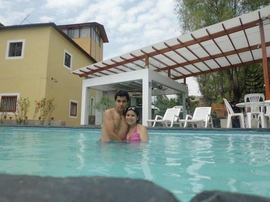 Queen's Villa Hotel Boutique:                   Linda piscina y muy elegante el bar.