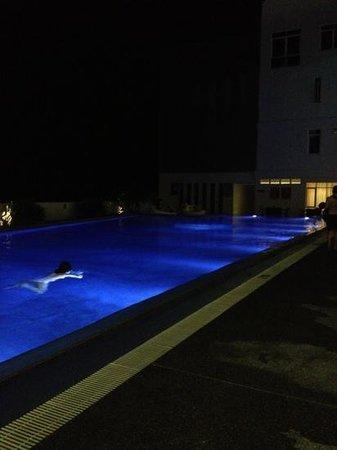 Pacific Regency Hotel Suites:                   pool by night