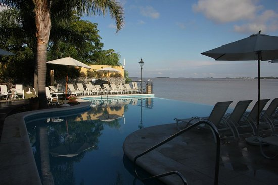 Radisson Hotel Colonia del Sacramento: One of the nicest poolside we've seen so far
