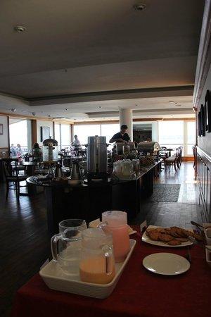 Radisson Hotel Colonia del Sacramento: Large breakfast buffet