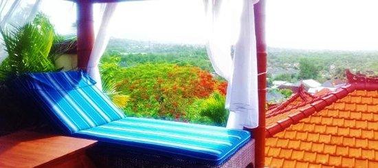 โรงแรมจิมบารันคลิฟไพรเวท & สปา:                                                       our private pool, a nice spot for a massag