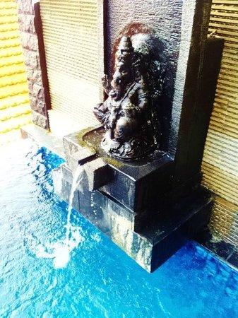 โรงแรมจิมบารันคลิฟไพรเวท & สปา:                                                       Ganesh in our private pool