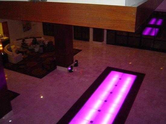 Renaissance Palm Springs Hotel:                   Lobbh of Ranaisance Hotel