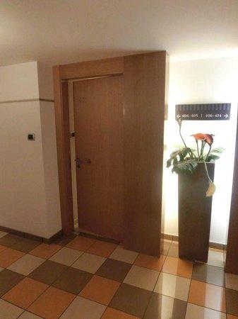 Hotel Galanthus & Spa:                   Entrada habitación desde pasillo