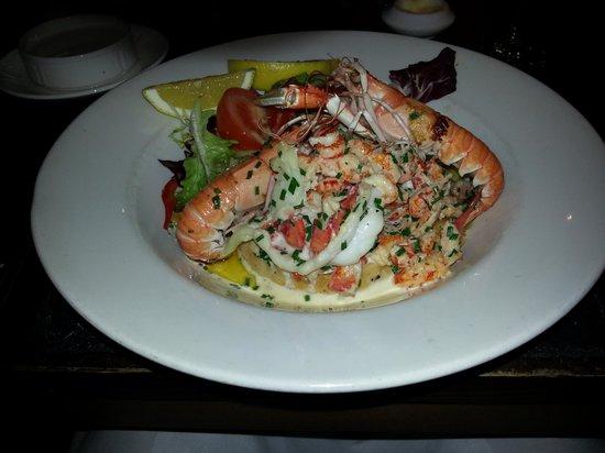 لوخ فين هوتل آند سبا:                   langoustine and lobster crouton                 