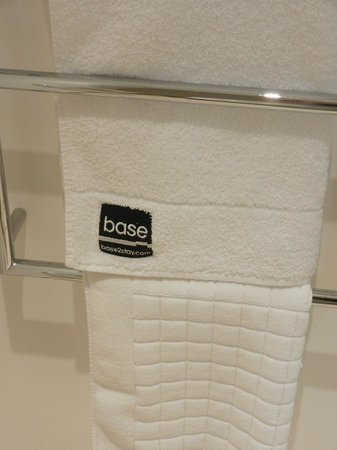 The Nadler Liverpool: Soft pure white towels