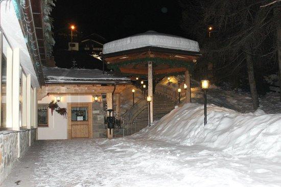 Hotel Bucaneve:                   ingresso