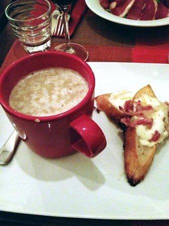 L'Ange 20 Restaurant:                   crema di champignon con crostini con formaggio e pancetta
