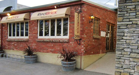 Red Brick Restaurant & Bar