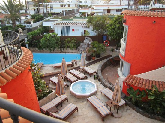 Pasion Tropical:                   The pool area