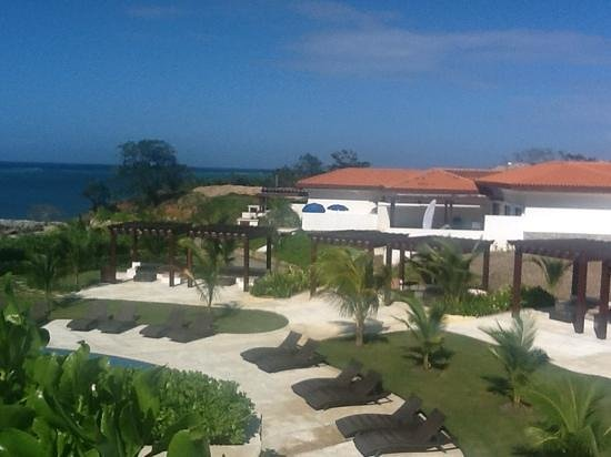 Pristine Bay Resort :                   villas and yet another lounge area