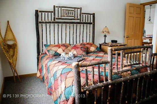 Second Wind Country Inn: The private bedroom in Lumberjack Loft.