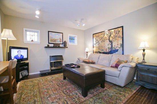 Alma Beach Suites: Two Bedroom Living Room