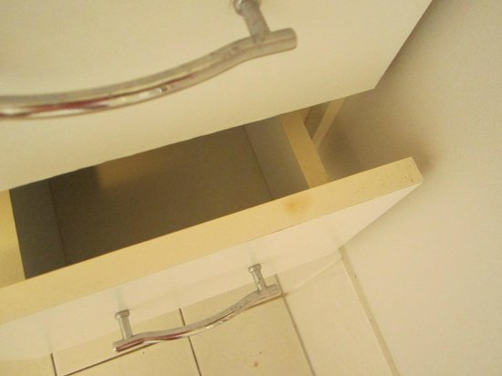Samarinda:                   Dirty bathroom vanity