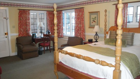 Skytop Lodge: Inside of Queen Bed Cottage