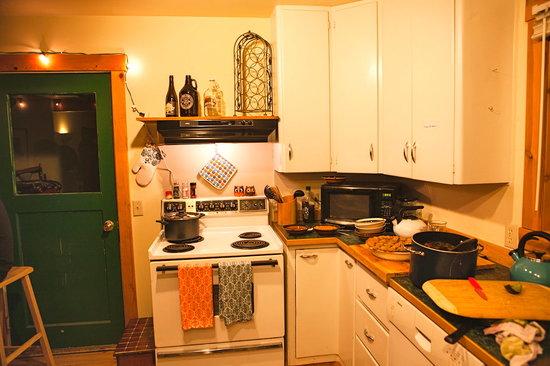 North Cascades Mountain Hostel: Communal Kitchen