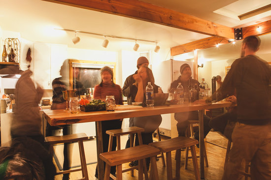North Cascades Mountain Hostel: Indoor Dining