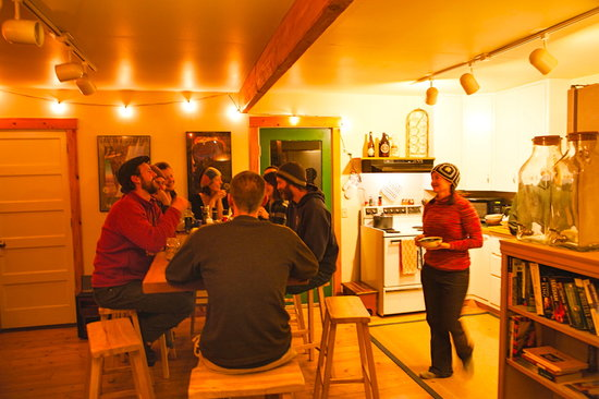 North Cascades Mountain Hostel: Indoor Dining and Socializing