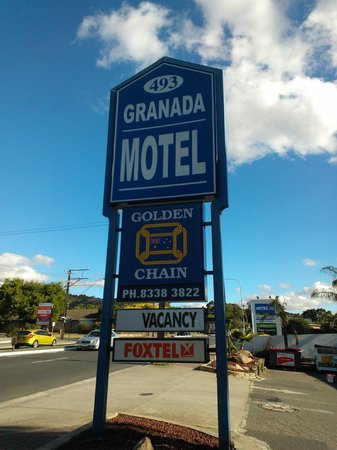 Adelaide Granada Motor Inn: Enterance Sign