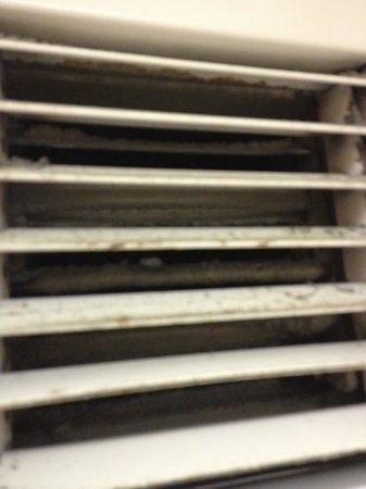 DoubleTree by Hilton Hotel Los Angeles - Norwalk:                   Dirty ventilator in bathroom