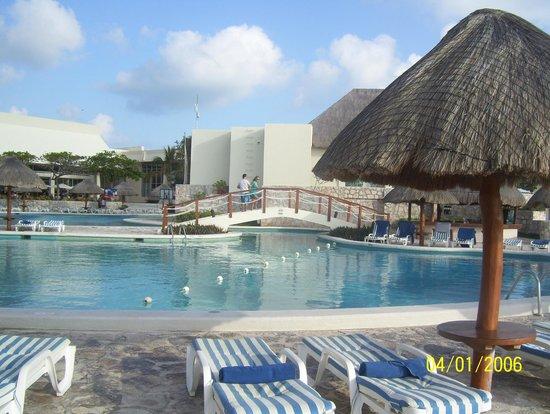 Grand Park Royal Cancun Caribe : piscine