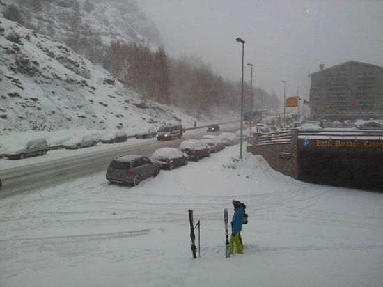 Euroski Mountain Resort :                   Carretera vista desde el hotel