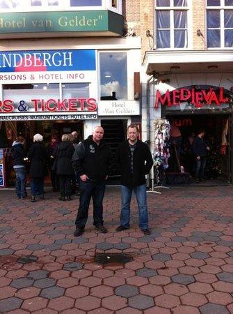 Van Gelder Hotel : Andy B & the Boys!! Outside Hotel Van Gelder