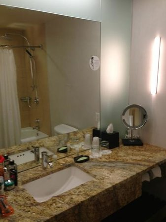 The Westin Galleria Dallas:                   bathrooms